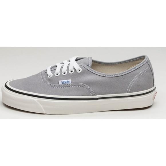 6f17af7c7fd5 Vans Light Gray Lace Up Skate Shoes. M 5b2f1772fe51514f717ff9b4